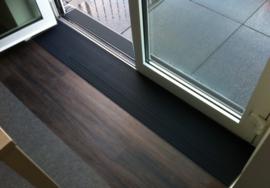 Rubber drempelhulp binnenshuis Zwart met lijmlaag