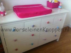 056 Möbelknöpfe Möbelknauf  weiß mit rosa punkte