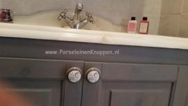 Klantfoto Badkamer met brocante deurknopje van Karin