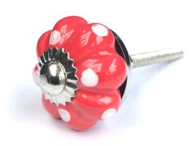 Rood kastknopje met witte stippen
