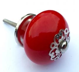 Deurknoppen rood met mooie afgewerkte kroontjes.