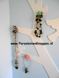 Klantfoto Ingrids Sieradenboom met porseleinen knoppen