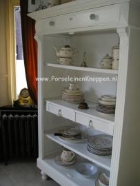 Klantfoto Mooie kast van Piet & Thea met kleurige kastknopppen