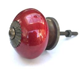 Bordeaux  kastknop met antiek beslag, rode kastknoppen