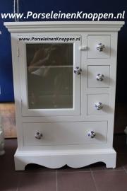 Ladenkast van Julie met porseleinen kastknop 158
