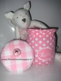 Kastknopje roze met witte stippen