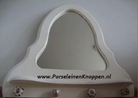 Klantfoto Spiegel en porseleinen knop gebruikt als kapstok