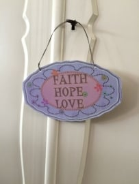 Love Hope and Faith, deurhanger kasthanger