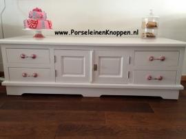 Klantfoto Dressoir met roze kastgrepen