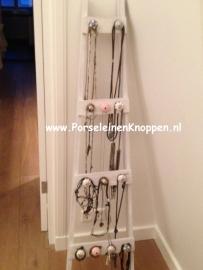 Klantfoto Sieradenladder met verschillende kastknoppen en deurknoppen