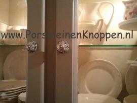 Klantfoto Porseleinkast met porseleinen kastknopje van Els