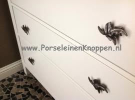 Klantfoto Blaadje uhh Plaatje van een Ikea kast met boomblaadjes als kastgreep