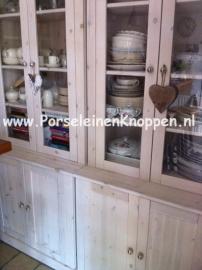 Klantfoto Buffetkast met porseleinen deurknop