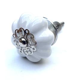 Witte bloemknop met mooie kroon