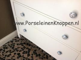 Klantfoto Ikea kast met Porseleinen knoppen