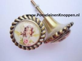 Simone`s Voilere kast voorzien van een schattige nostalgische kastknop