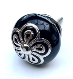Zwarte kastknop met exclusieve kroon.