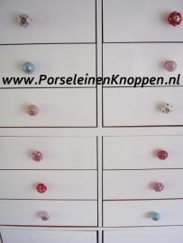 Klantfoto De Eftelingkast met porseleinen knopjes van Anne-Mieke