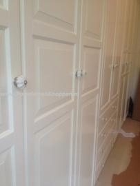 Klantfoto Ikea Pax kast van Catherine met porseleinen deurknoppen