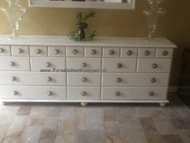 Klantfoto Buffetkast en dressoir met heel veel grote Barok kastknoppen