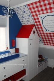 Porseleinen deurknoppen op de Babykamer van Bianca