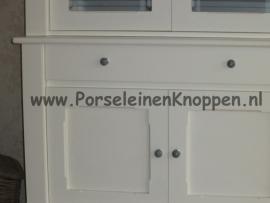 Klantfoto Buffetkast met grijze porseleinen deurknoppen