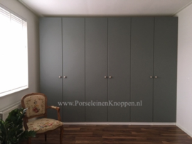 Klantfoto Ikea-Pax kledingkast met mooie sierlijke kastknoppen