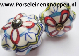 Kapstok van Lonneke met porseleinen knopjes