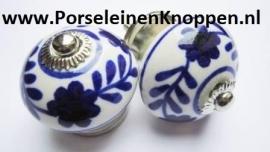 Klantfoto Keukenkasten van Kirsten met verschillende porseleinen kastknoppen