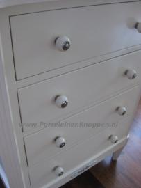 Klantfoto Brocant kastje met porseleinen knopjes