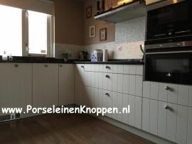 Klantfoto Keuken van Chantal met verschillende kleuren kastknoppen