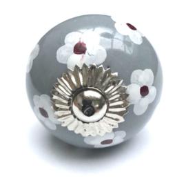 grijs kastknopje met witte bloemen