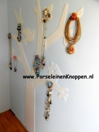 Ingrids Sieradenboom met porseleinen knoppen
