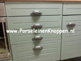 Klantfoto Komgrepen in leem groene keuken