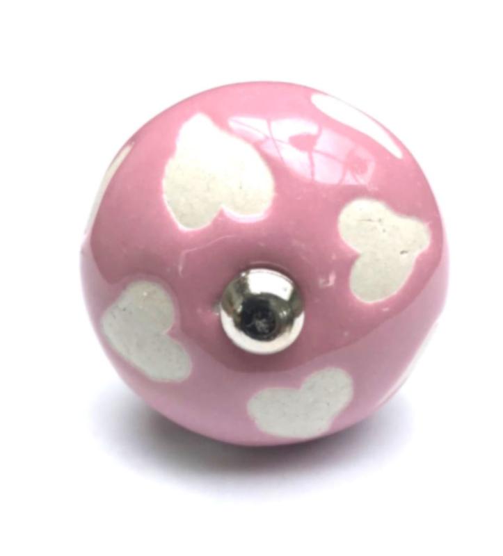 Roze deurknopjes met witte hartjes