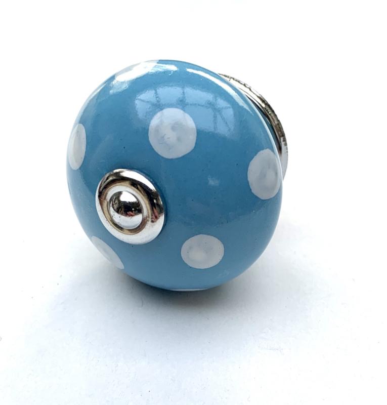 Porseleinen kastknop blauw  met witte stippen