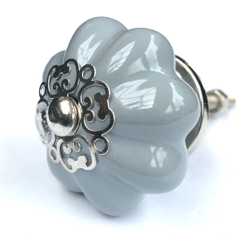 Grijze bloem deurknop met unieke kroon