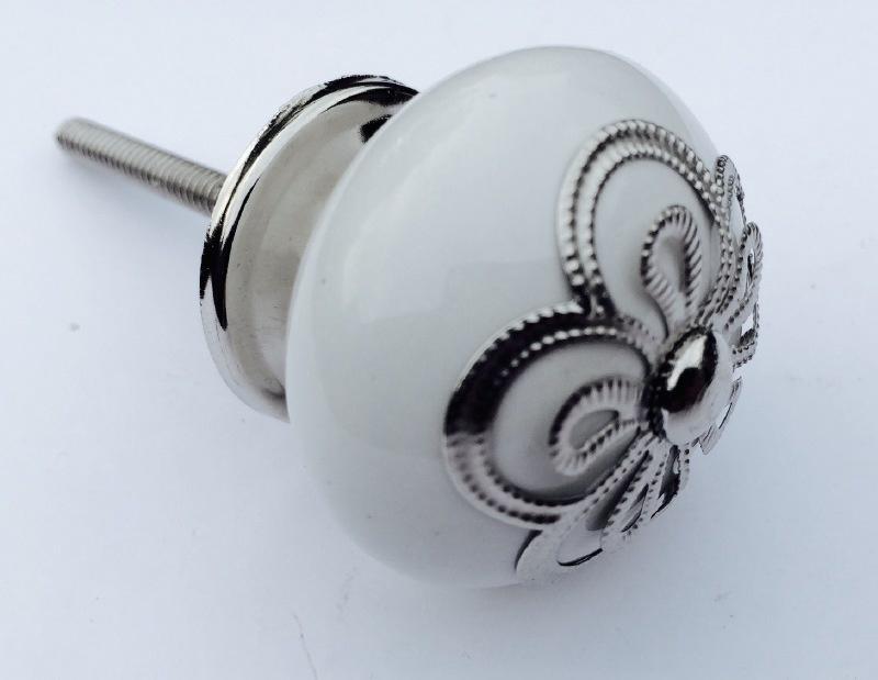 Witte kastknop met exclusieve kroon