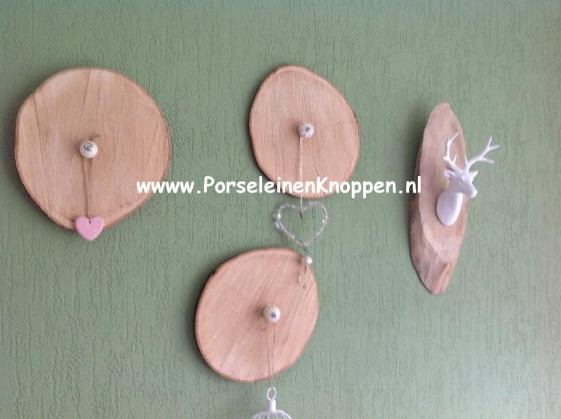Klantfoto Muurbordjes met kastknoppen om iets aan op te hangen