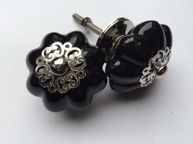 Zwarte deurknoppen met mooie kroon