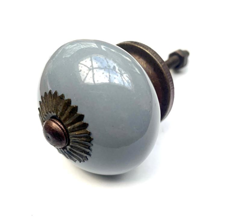 Klassiek grijze kastknop