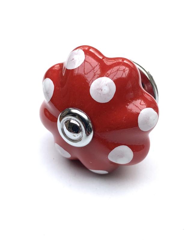 Rode polka kastknop met witte stippen