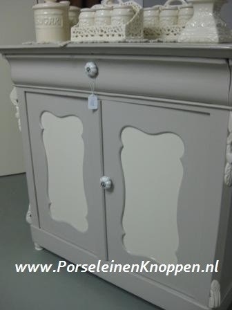 Commode met porseleinen kastknop