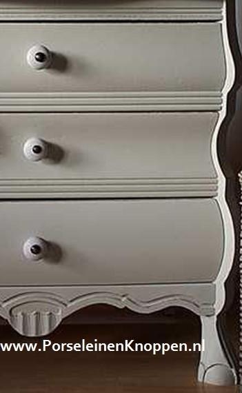 Buikkastje van Dorienne met porseleinen knopje