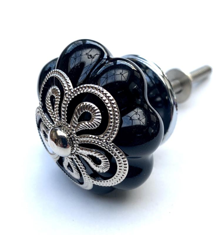 Zwarte bloemknop met exclusieve kroon