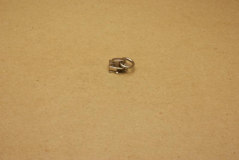 Trekker nikkel met ring voor rits 5mm