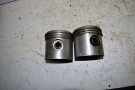 Motorblok Zuigers nummer 317384 maat 84 mm.