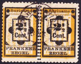 NVPH 22 Type  Hulpzegel in paar met middenin DUBBELE PERFORATIE Gebruikt