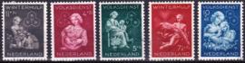 NVPH  423-427 Winterhulp postzegels 1944 gebruikt