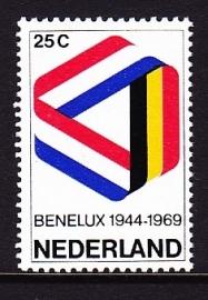NVPH  930 25 jaar Benelux Postfris